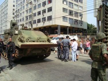"""""""Tank ici à côté de chez moi #PEUR""""- de l'utilisateur de Twitpic BrunoFq"""