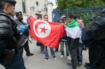 Les CRS encerclent la place Bouazizi
